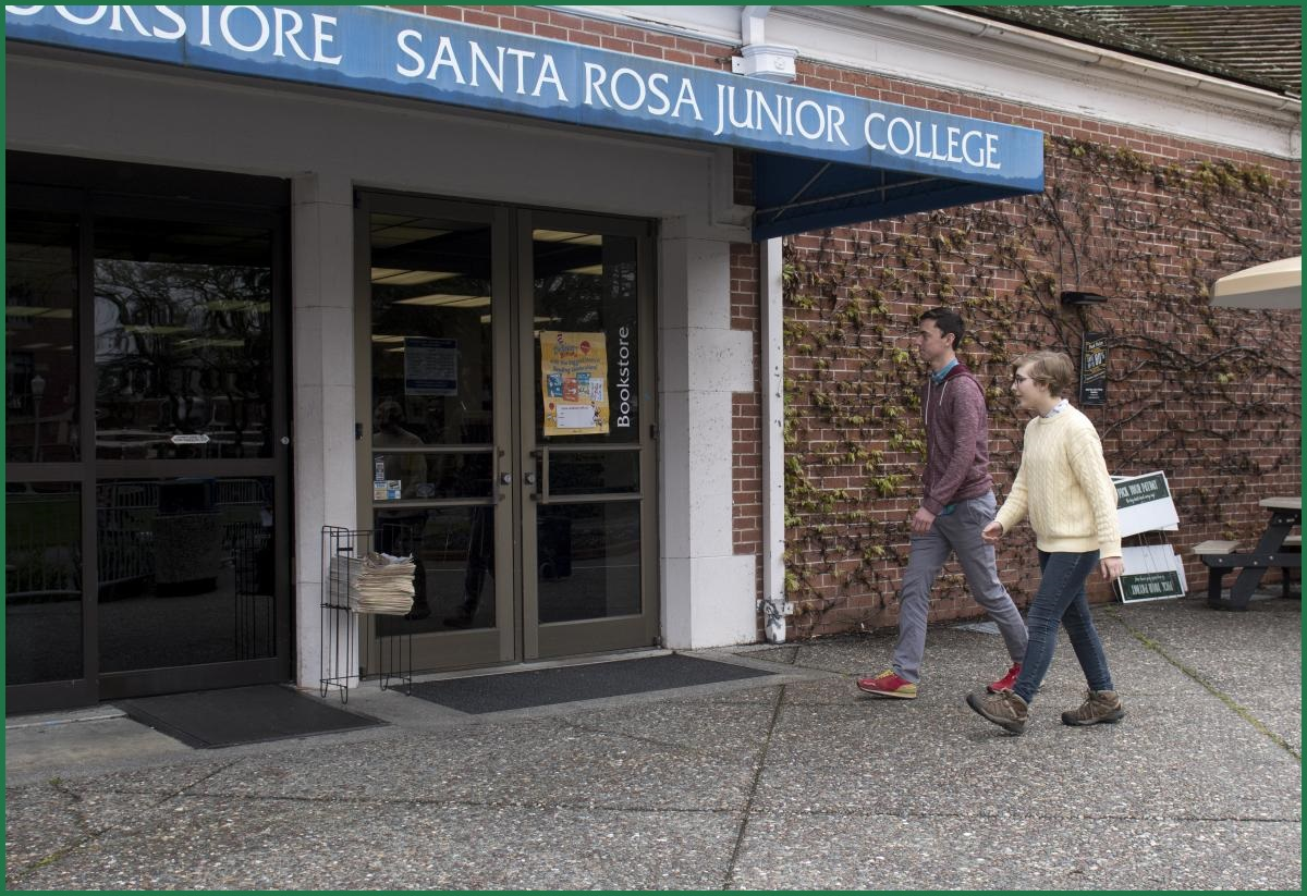 High school Dual Enrolled SRJC Students at the bookstore